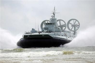 Chuyên gia 'mổ xẻ' sức mạnh siêu tàu đổ bộ Zubr Trung Quốc đưa đến Biển Đông
