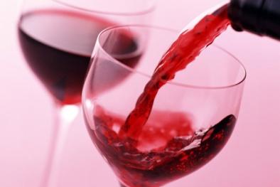 Nguy cơ rối loạn thần kinh vì uống phải rượu rởm
