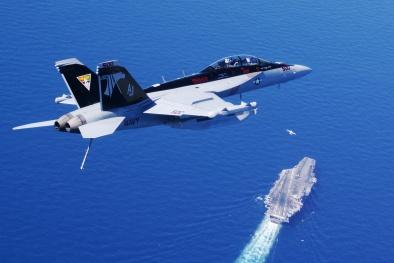Máy bay tác chiến điện tử Mỹ giá hơn 1.510 tỷ 'gãy cánh' giữa Biển Đông