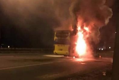 Xe khách giường nằm hóa 'đài lửa' trên QL 51, 30 hành khách suýt bị thiêu sống