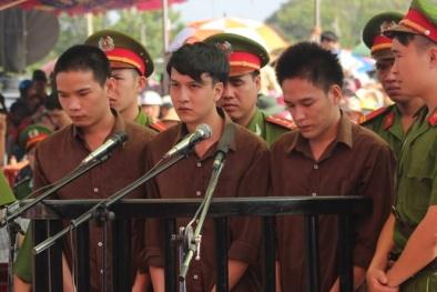Thảm sát Bình Phước: Giáp mặt tại trại giam, Nguyễn Hải Dương quỳ xin lỗi mẹ Vũ Văn Tiến