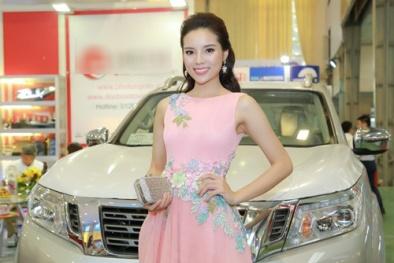 Hoa hậu Kỳ Duyên khoe dáng bên cạnh siêu xe Jaguard 2016 trị giá gần 10 tỷ