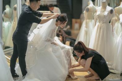 Mạc Hồng Quân 'gây sốt' khi sắm 4 bộ váy cưới tặng Kỳ Hân