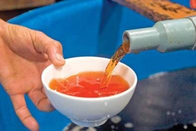 'Hô biến' nước mắm giả thành nước mắm xịn nhờ hóa chất Trung Quốc