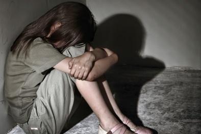 Đêm tủi nhục của bé gái 14 tuổi bị 3 bạn nhậu cưỡng bức trên bờ đê