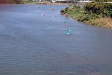 Tin tức 24h ngày 10/7: Thi thể hai cha con ôm chặt nhau dưới đáy hồ
