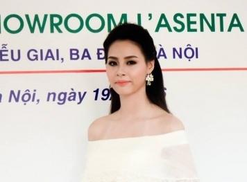 Hoa hậu biển 2016 Phạm Thùy Trang khoe vai trần tại lễ ra mắt L'asenta Spa