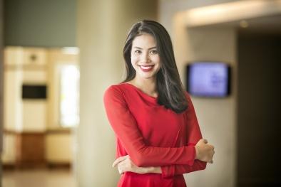 Tuần qua, hoa hậu Phạm Hương xinh đẹp sang trọng với váy đỏ