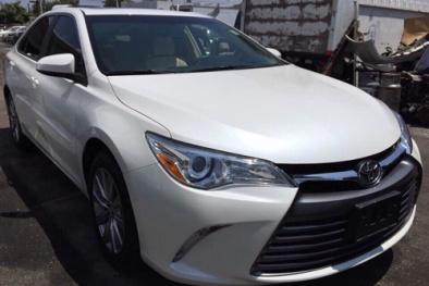 Toyota Camry 2015 nhập 'lướt' giá 1,8 tỷ tại Việt Nam