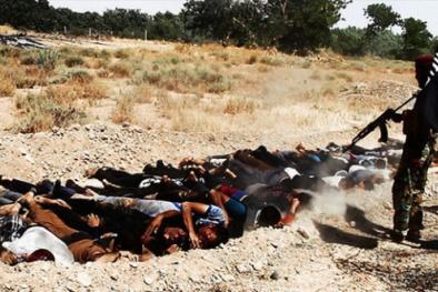 IS man rợ chôn hàng ngàn người vào 72 mộ tập thể