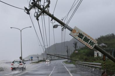 Đài Loan tan hoang như tận thế sau khi bị cơn bão mạnh nhất thế giới tàn phá