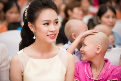 Người đẹp truyền thông Phùng Bảo Ngọc Vân vui tết trung thu với bệnh nhi