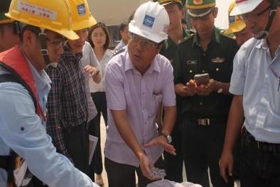 Lấy mẫu phân tích 168 tấn bùn nhập khẩu của Formosa Hà Tĩnh