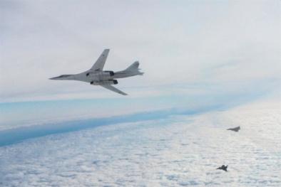 Đã mắt với hình ảnh chiến đấu cơ của Anh chặn máy bay ném bom mạnh nhất Nga