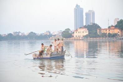Chủ tịch UBND Hà Nội trực tiếp chỉ đạo xử lý vụ cá chết ở hồ Tây