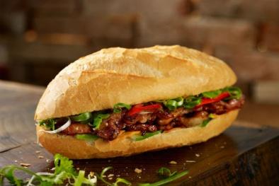 Dân công sở 'phát hờn' vì bán bánh mì vỉa hè làm giàu trăm triệu