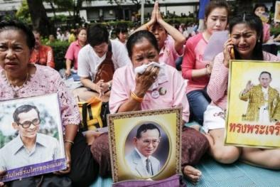 Nhà vua Thái Lan Bhumibol Adulyadej băng hà, người dân tiếc thương