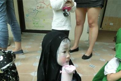 Lễ hội Halloween: Đây là em bé hóa trang Vô Diện đáng yêu nhất