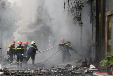 Trực tiếp xem lính cứu hỏa 'ra trận' mới thấy nghề này quá gian nguy