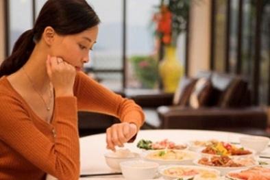 Mắc nhiều bệnh nguy hiểm bởi thói quen ăn tối muộn của người Việt