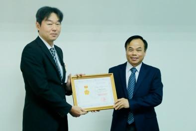 Trao Kỷ niệm chương vì sự nghiệp Khoa học và Công nghệ cho Tiến sĩ Hideyuki Tanaka