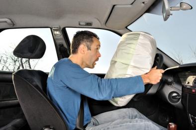 Không đeo dây an toàn liệu túi khí xe ô tô có nổ khi gặp tai nạn?