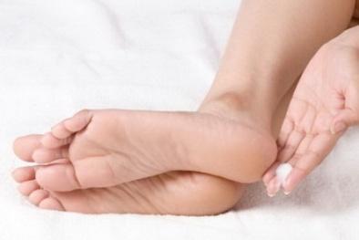 Những cách tự nhiên giúp trị nứt gót chân đơn giản tại nhà