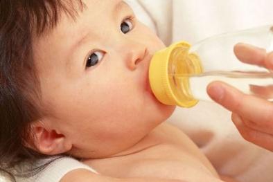 Cực nguy hiểm nếu cho trẻ sơ sinh uống nước lọc sai cách