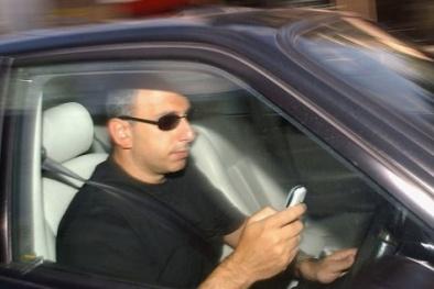 Apple và Samsung sẽ 'chế' phần mềm vô hiệu hóa điện thoại khi đang lái xe?