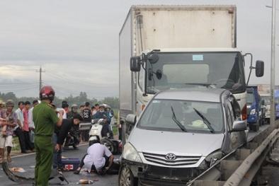 Tai nạn giao thông ngày 26/11: Xe khách cuốn 2 phụ nữ vào gầm