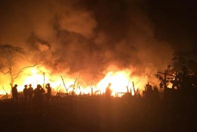Cháy lớn tại xưởng nhựa ở gần chợ Trung Văn