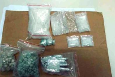Phá vụ tàng trữ trái phép ma túy, thu giữ gần 400 viên thuốc lắc