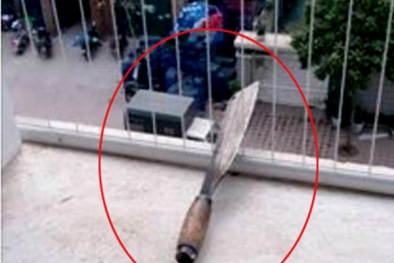Vụ dao phay 'bay' vào lô gia chung cư HN: Ban quản lý đổ lỗi cho dân