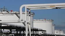 Giá dầu tăng cao nhất 18 tháng trong phiên giao dịch đầu tiên năm 2017