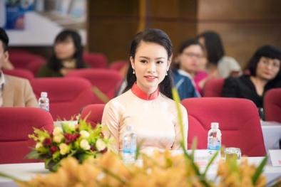 'Người đẹp truyền thông' Ngọc Vân rạng rỡ với áo dài của đàn chị Ngọc Hân