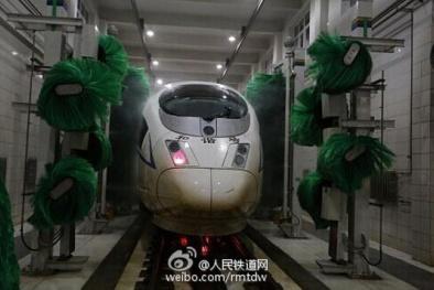 Ô nhiễm không khí ở Bắc Kinh làm tàu cao tốc chuyển màu