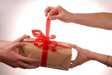 Bộ Công an: Nghiêm cấm tặng quà Tết cấp trên dưới mọi hình thức