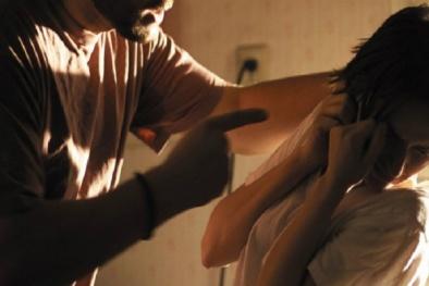 Người vợ tố giác chồng bạo hành ở đâu?