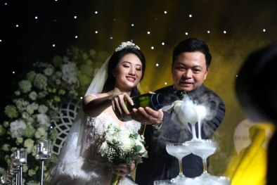 Khoảnh khắc ngọt ngào trong đám cưới xa hoa của đại gia Doãn Văn Phương