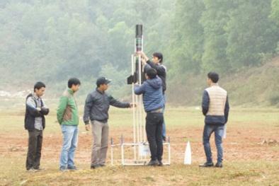 Sinh viên thi chế tạo và phóng vệ tinh tại Ngày hội Cansat 2016