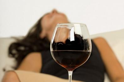 Coi chừng mất Tết vì ngộ độc rượu