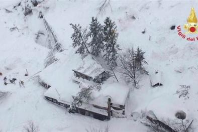 Tuyết lở chôn vùi khách sạn, 30 người mất tích