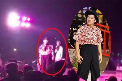 Trường Giang bất ngờ bỏ về khi bị khán giả ném chai lên sân khấu