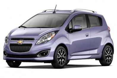 Nên mua chiếc ô tô giá rẻ bán chạy nhất của Kia hay Chevrolet?