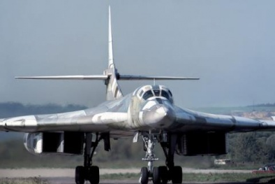 """Máy bay ném bom Tu-160M2 khiến mọi lá chắn đối thủ thành """"đồ chơi"""""""