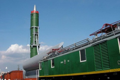 'Dựng tóc gáy' với đoàn tàu tên lửa Barguzin của Nga
