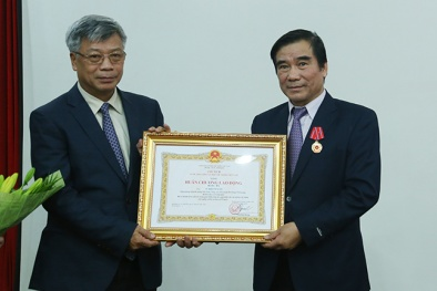 Trao Huân chương Lao động hạng Ba cho Viện trưởng Viện Đo lường Việt Nam Vũ Khánh Xuân