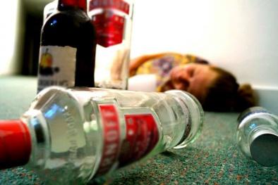 Ngộ độc rượu: Kẻ mê sảng, người tử vong