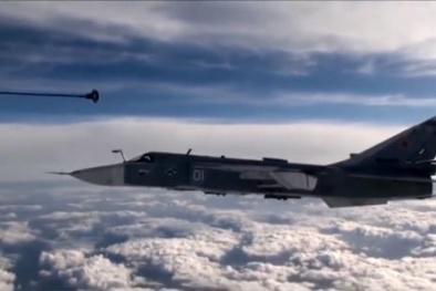 Video: Choáng với hình ảnh máy bay Su-24 huyền thoại tiếp nhiên liệu trên không
