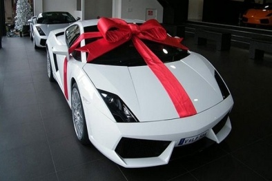Thủ tục nhập khẩu xe ô tô từ nước ngoài dưới dạng quà biếu tặng